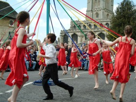Maypole dancing Stamford May 2004